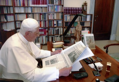 Pope Benedict reading a newspaper