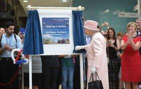 Queen opens Alder Hey
